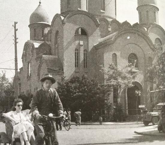 У кафедрального собора Пресвятой Богородицы «Споручница грешных» в Шанхае