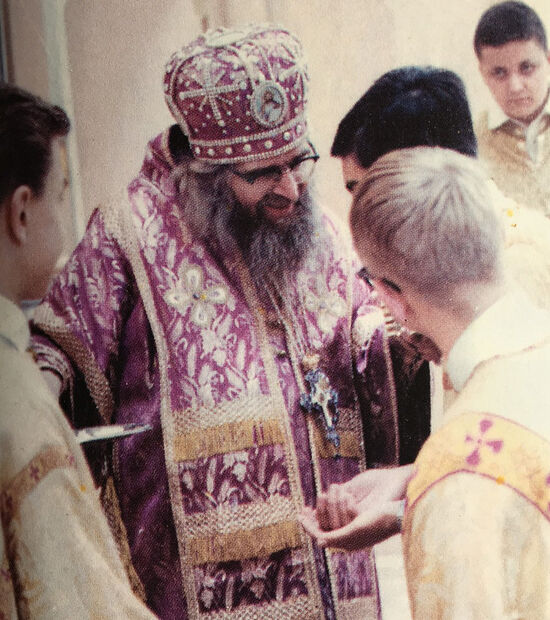 Владыка Иоанн Шанхайский с молодежью