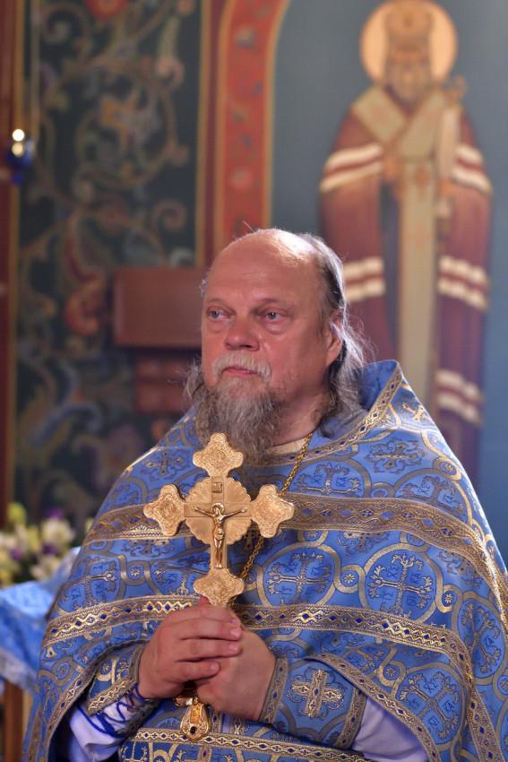 Протоиерей Александр Доколин, настоятель обоих больничных храмов