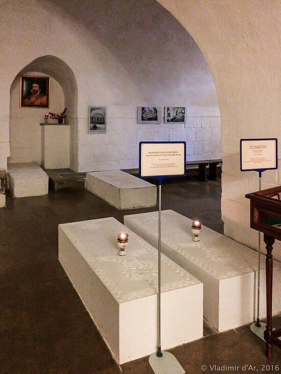 The cathedral crypt. Photo: vladimirdar.livejournal.com