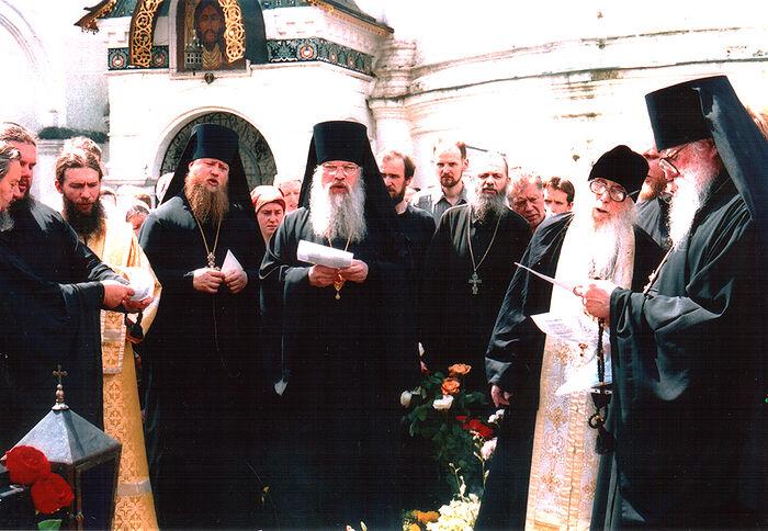 Архимандрит Кирилл (Павлов) в Новоспасском монастыре. Панихида по отцу Иннокентию (Просвирнину)