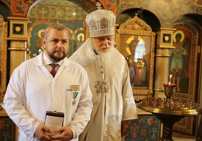Епископ Пантелеимон и Алексей Заров. Фото: пресс-служба Больницы Святителя Алексия