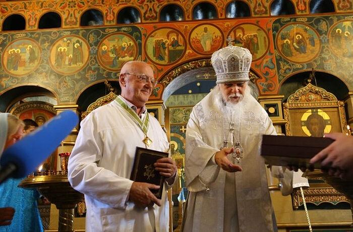 Епископ Пантелеимон и Анатолий Федин. Фото: пресс-служба Больницы Святителя Алексия