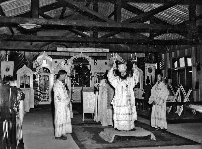 Η Θεία λειτουργία στο νησί Τουμπαμπάο