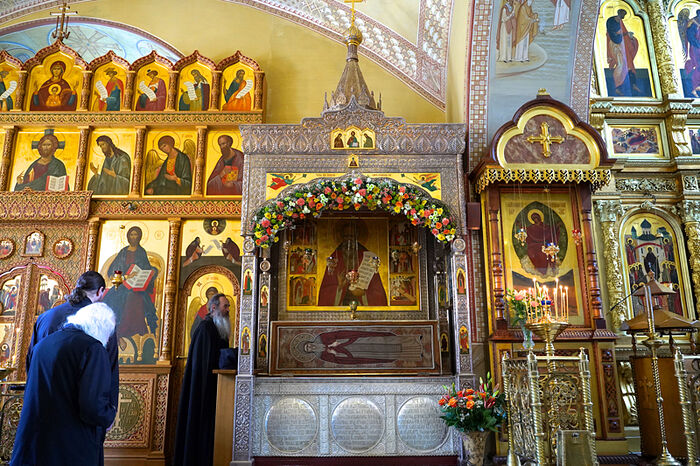 Рака с мощами преподобного Амвросия Оптинского