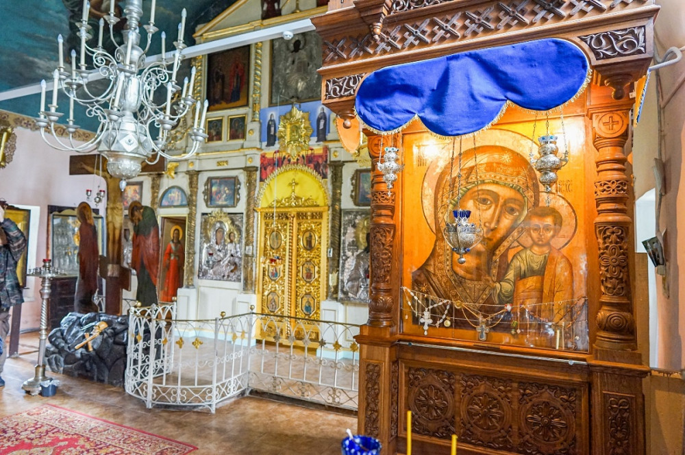 Το εσωτερικό του Ιερού Ναού του Πανελεήμονος Σωτήρα