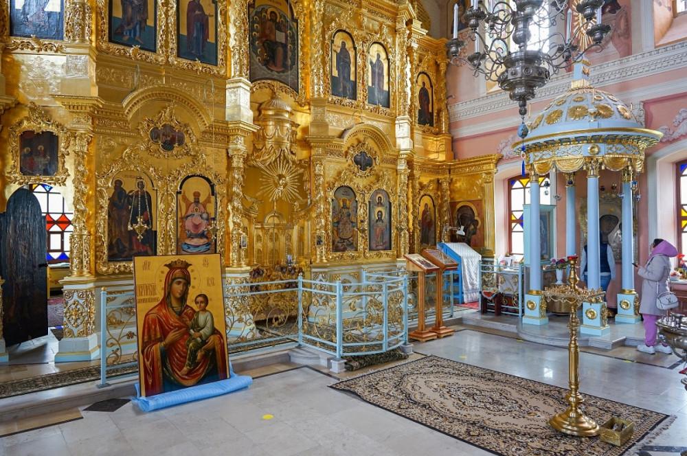 Интерьер храма Смоленской иконы Божией Матери