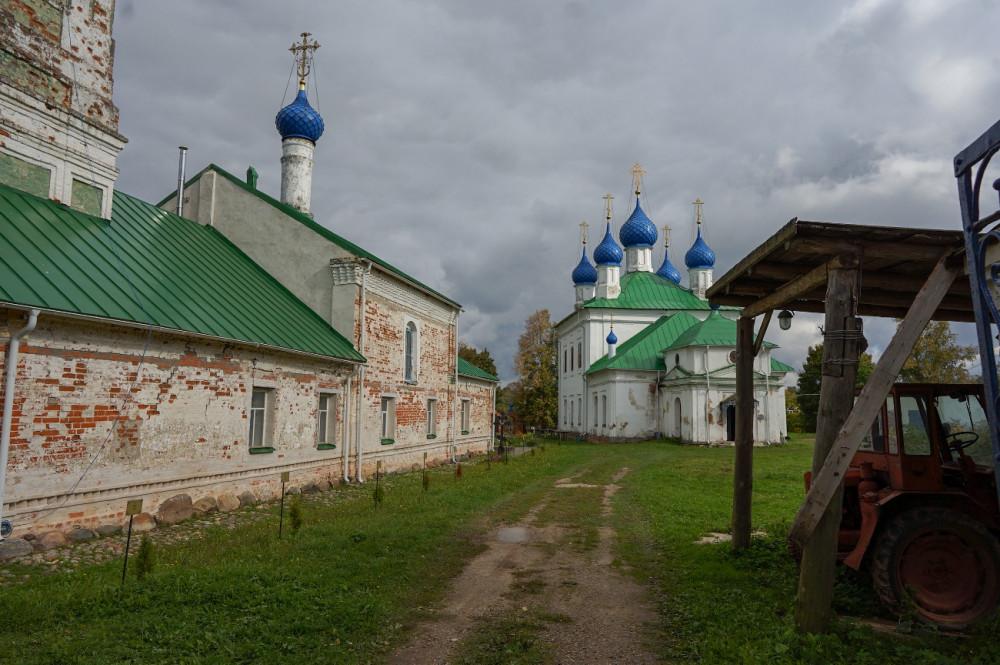 Το συγκρότημα Ναών: Ο Ιερός Ναός του Πανελεήμονος Σωτήρα και ο Ιερός Ναός της Παναγίας του Σμολένσκ