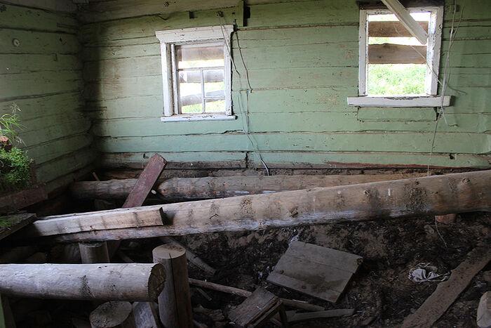 Дом Федосьи Растворовой в старой Даниловке постепенно разрушается
