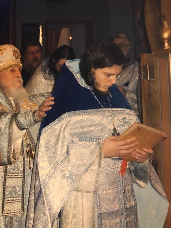 Владыка Антоний (Медведев) рукополагает отца Серафима Гана во священный сан. Сан-Франциско, 1996 г.