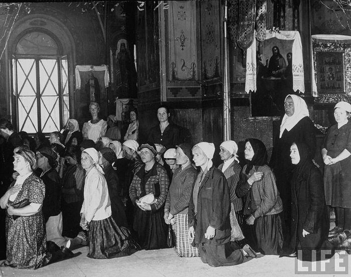 В православном храме. Москва, август 1941 года
