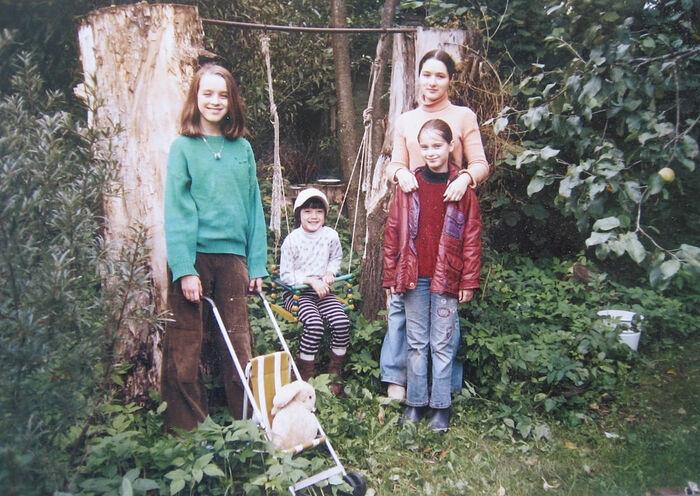 Сёстры и брат Рыжиковы в детстве