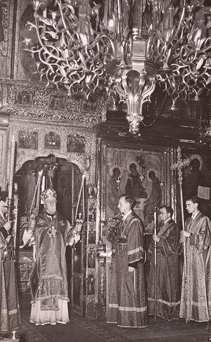 Во время службы Святейшего Патриарха Алексия I. Фото из личного архива отца Леонида