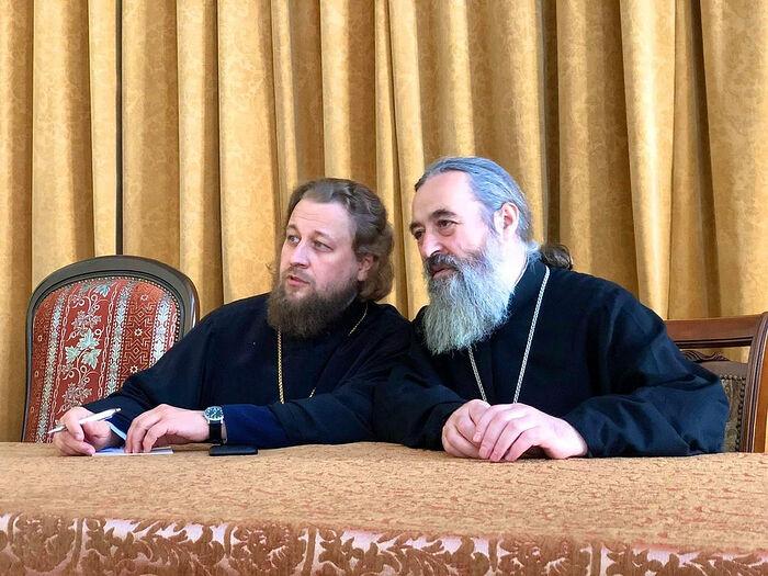С секретарем Совета Одесской духовной семинарии архимандритом Тихоном (Василиу)