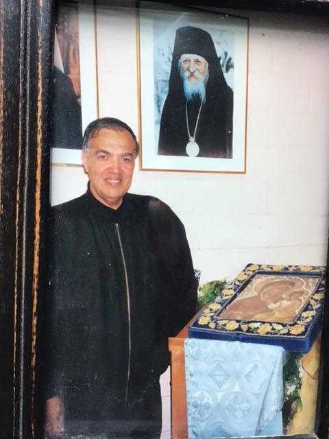 Брат Иосиф Муньос с мироточивой иконой