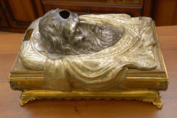 Маска-мощевик, в которой до революции хранились мощи святого апостола Андрея Первозванного, после реставрационной очистки