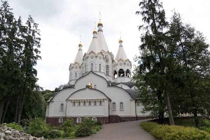 Каменный собор Новомучеников и исповедников Русской Православной Церкви в Бутово. Фото Михаила Еремина
