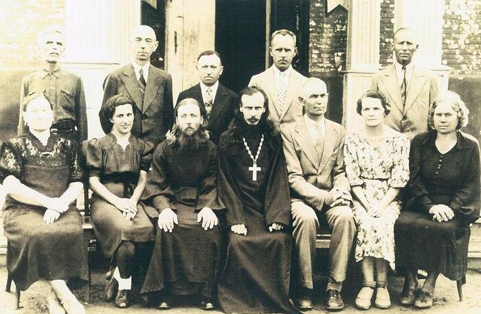 Протоиерей Ростислав Ган в Китае с прихожанами