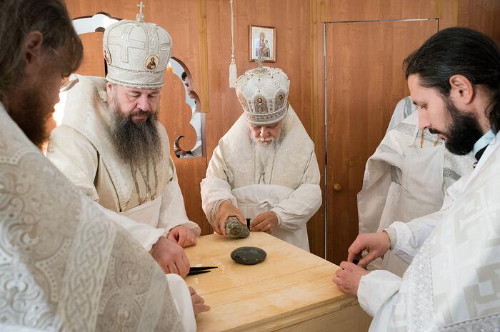 Председатель Синодального отдела по благотворительности освятил храм в арт-поместье «Новые берега»