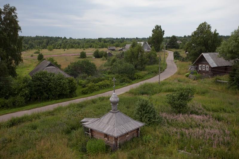Θέα προς το χωριό Ζαραμένιε από το καμπαναριό
