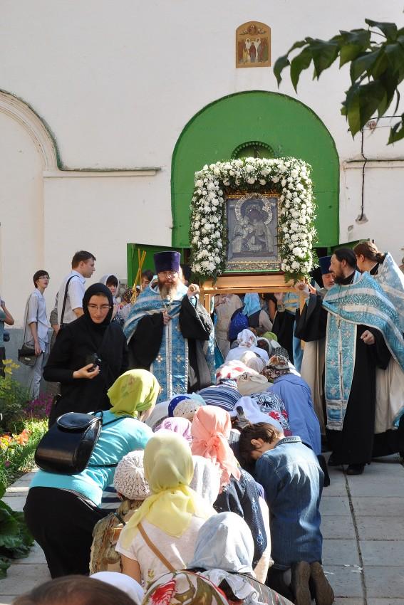 Крестный ход из храма Ильи пророка с чудотворным списком Толгской иконы Божией Матери