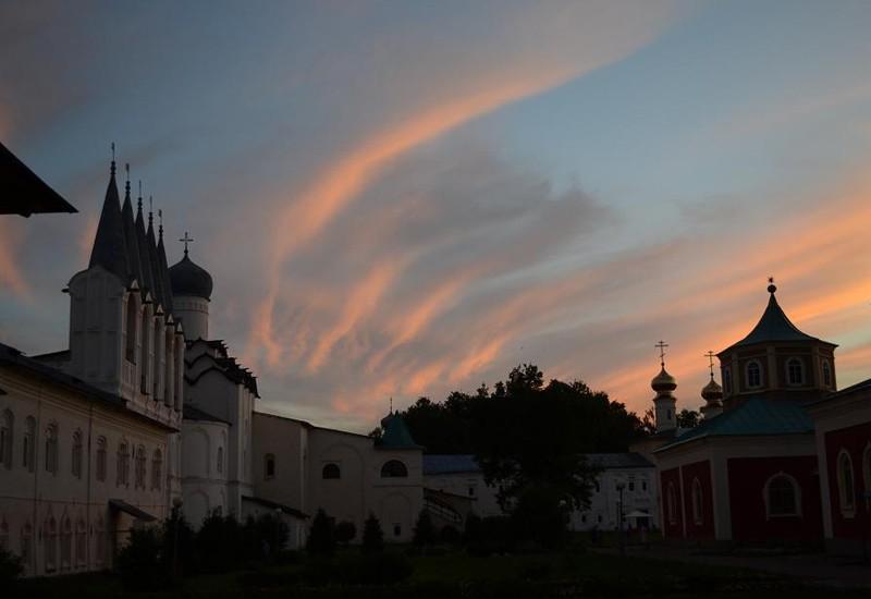 Успенский Тихвинский монастырь, закат