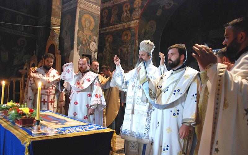 Литургия в Грачанице. Епископ Рашко-Призренский Феодосий
