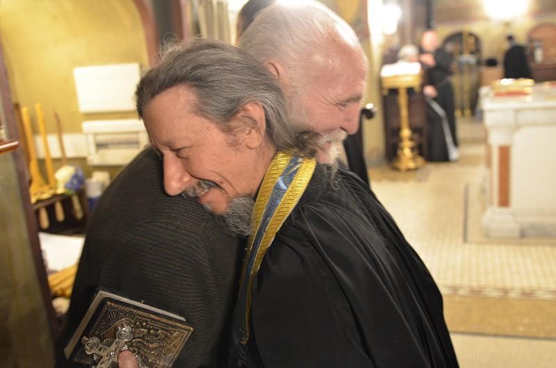 Иеромонах Иов (Гумеров) поздравляет Владимира Крупина