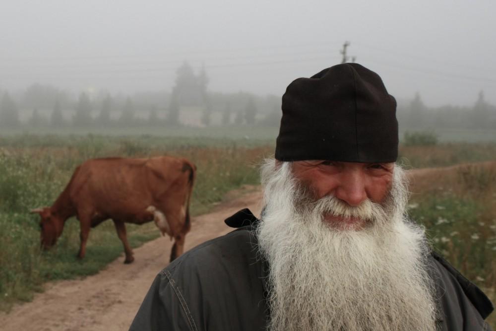 Монах на послушании