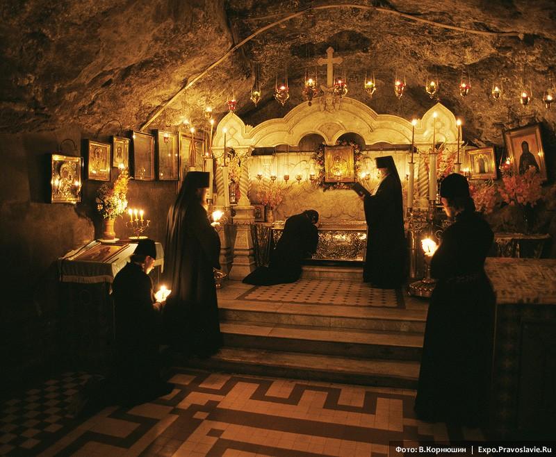 В пещерном храме