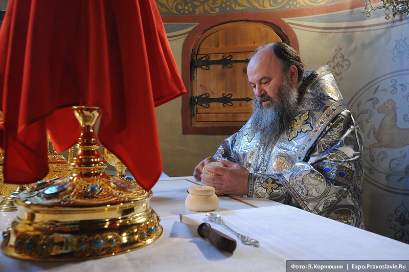 Προσκομιδή στην Ιερά Μονή Σρέτενσκι (της Υπαπαντής)
