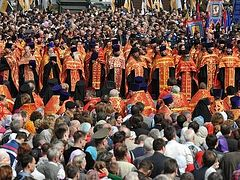 65 000 gather to pray in Moscow in Defense of Russian Orthodox Church