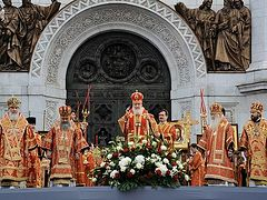 Patriarch Kirill leads a prayer vigil in defence of faith, profaned shrines, the Church and her good name