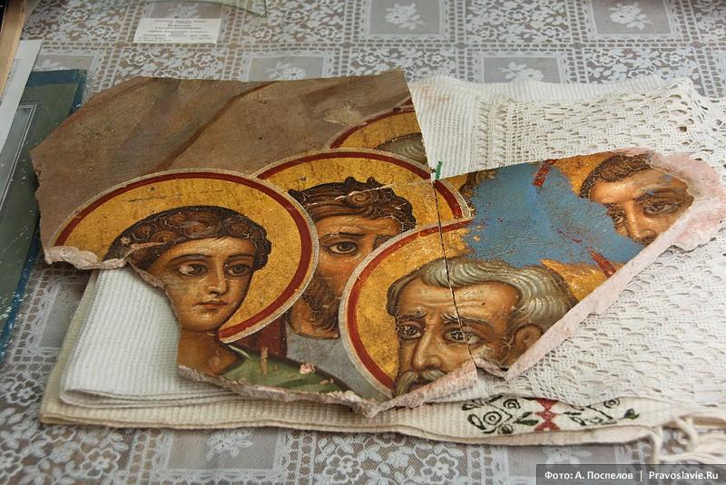 Село Лешуконское. Уцелевшие фрагменты росписи храма