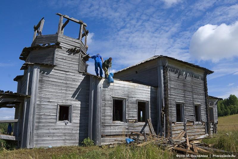 Уборка мусора и разбор сгнившей крыши