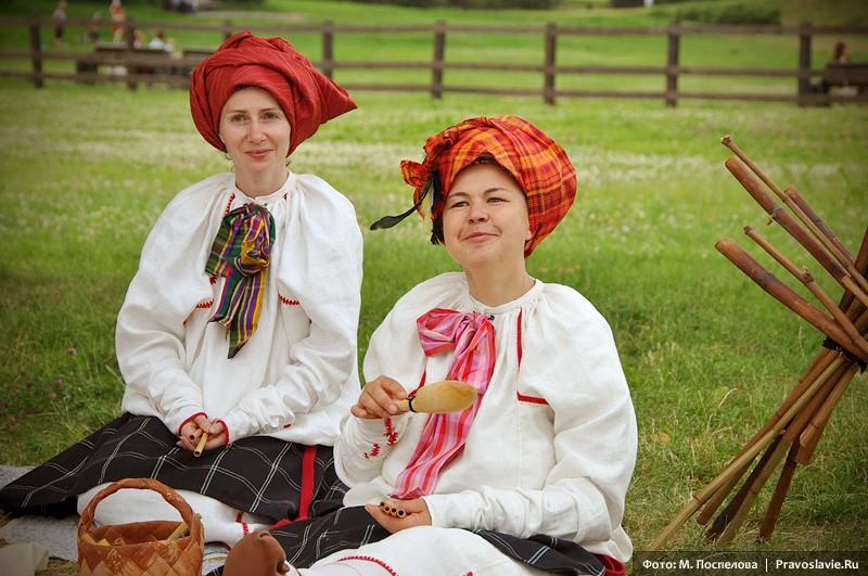 Участницы московского творческого объединения «Репей»