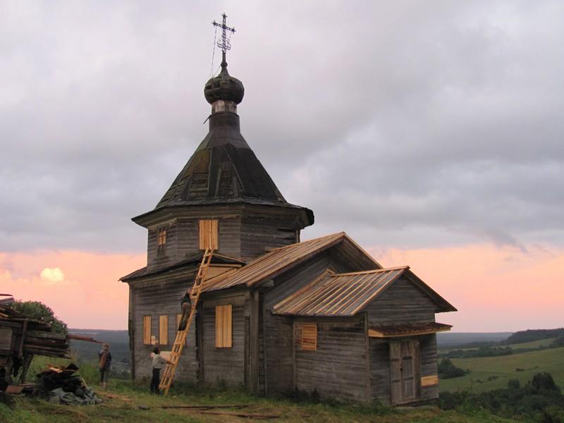Деревня Семеновская. Часовня преподобных Зосимы и Савватия Соловецких после восстановительных работ