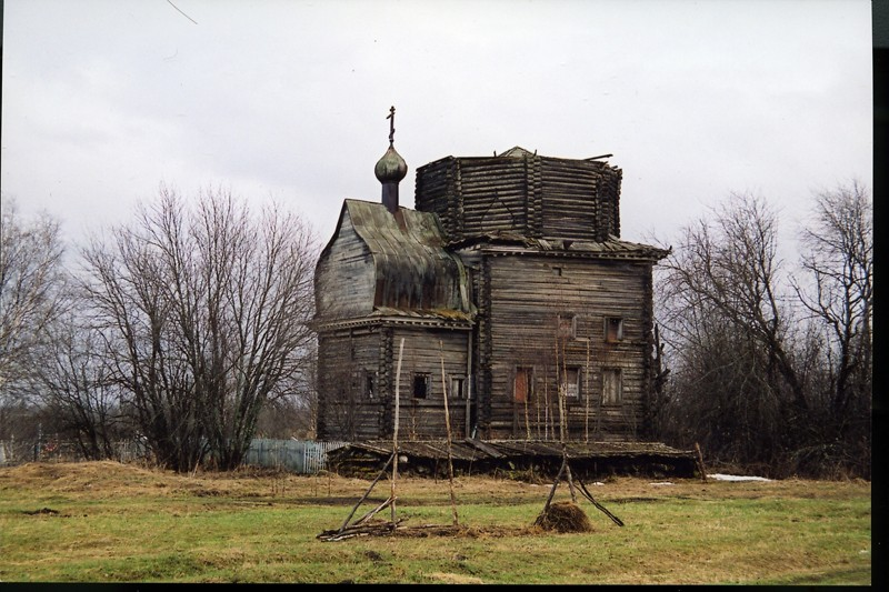Деревня Волосово (Трофимовская). Храм святителя Николая (1670 г.)