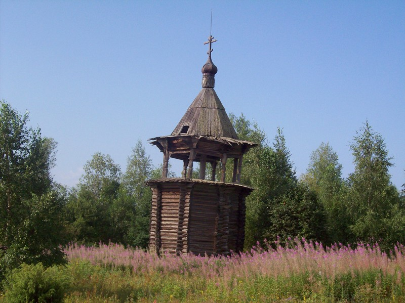 Деревня Цивозеро. Колокольня храма мучеников Флора и Лавра (1658 г.)