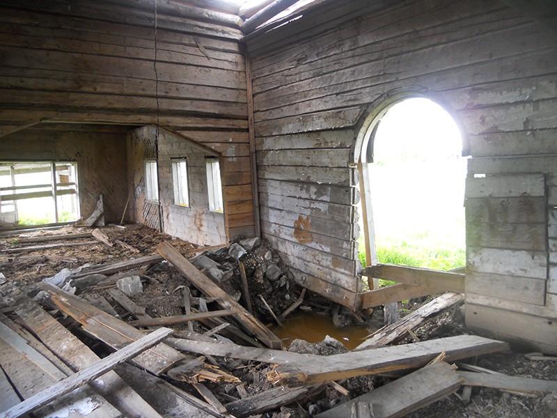 Деревня Пачпельда. Храм Архангела Михаила, интерьер после взрыва
