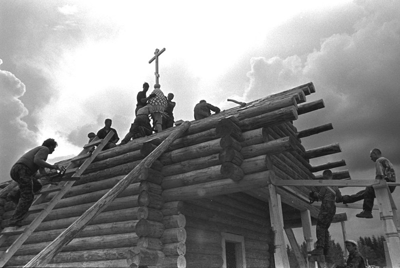 Χωριό Σεμενκόβο. Ανέγερση Ναού μιας ημέρας (που χτίζεται μέσα σε μια μέρα)
