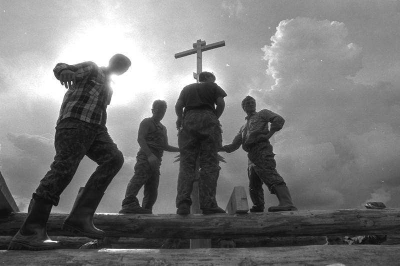 Χωριό Σεμενκόβο. Ανέγερση Ναού μιας μέρας (που χτίζεται μέσα σε μια μέρα)