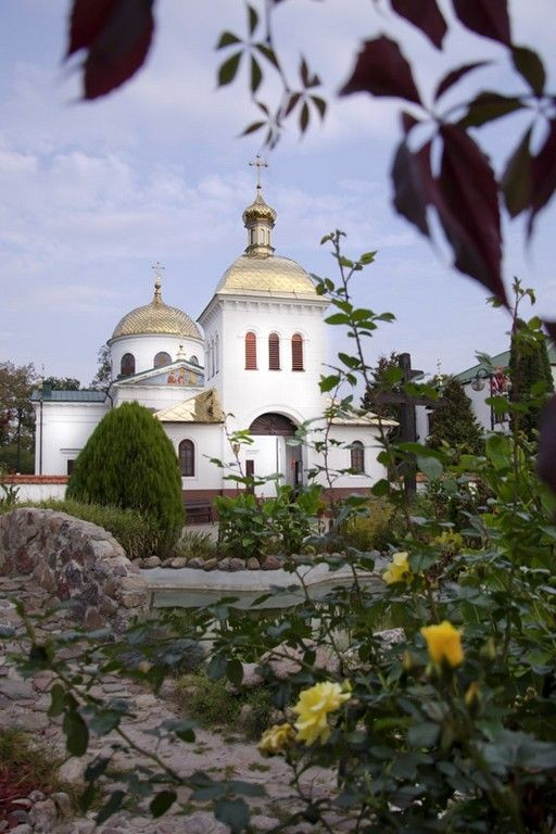 Ιερός Ναός Αγίου Ονουφρίου του Μεγάλου, χωριό Ιάμπλοτσνα