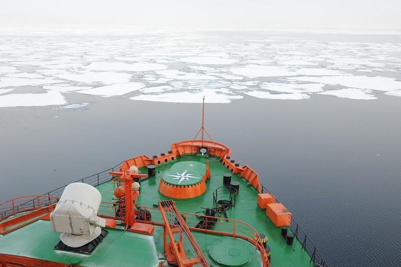 Атомоход у кромки льдов